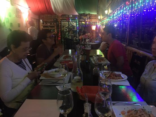 restaurante italiano da ugo cena familiar buen ambiente decoracion italiana total