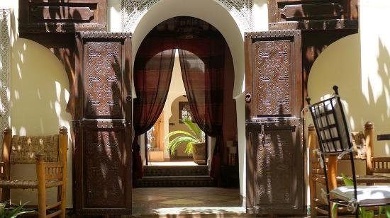 Riad Dar Dialkoum: From the 1st to the 2nd courtyard