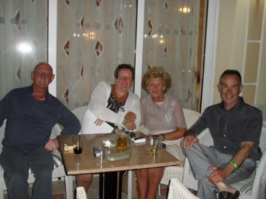 Zante Maris Hotel: relaxing evening in zante maris with friends.