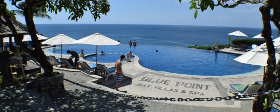 Blue Point Bay Villas & Spa: Infinity pool