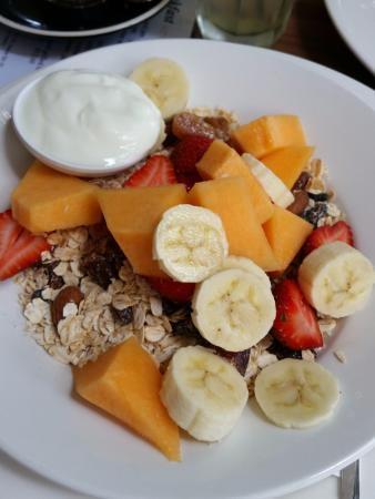 Baked Poetry Cafe: Fruit salad