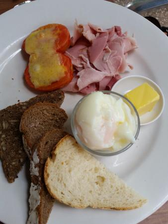 Baked Poetry Cafe: Eggs in a cup with ham cheese and a bread selection