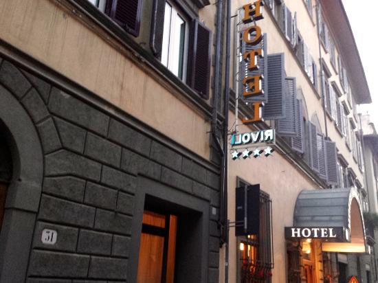 Hotel Rivoli: Street entrace