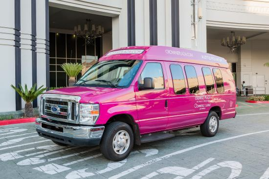 Commerce, Καλιφόρνια: Complimentary transportation within a 10 mile radius of the hotel