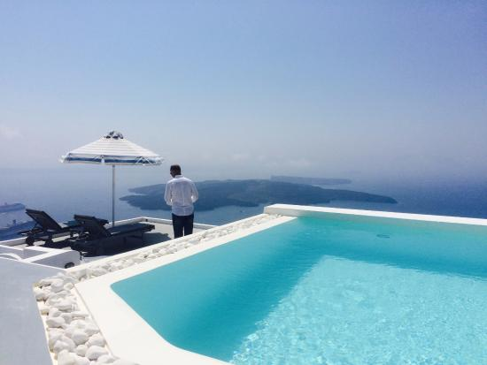 Altana Traditional Houses: Pool on the roof. Almost the highest top of Santorini!