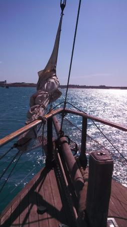 Intombi Pearl Lugger Cruise: Sail away