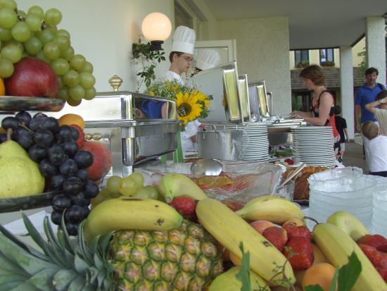Faak am See, ออสเตรีย: Frühstücksbuffet - Das Inselhotel im Faakersee