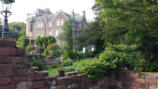 Clarencefield, UK: Comlongon Castle Hotel
