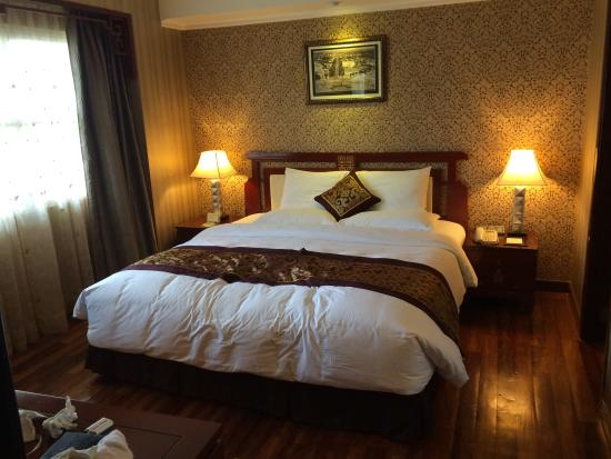 Rex Hotel: Large and very comfortable bed