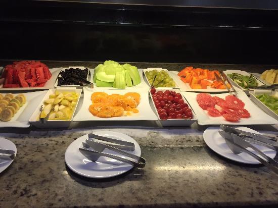 Hard Rock Hotel Cancun: Früche Buffet Frühstück