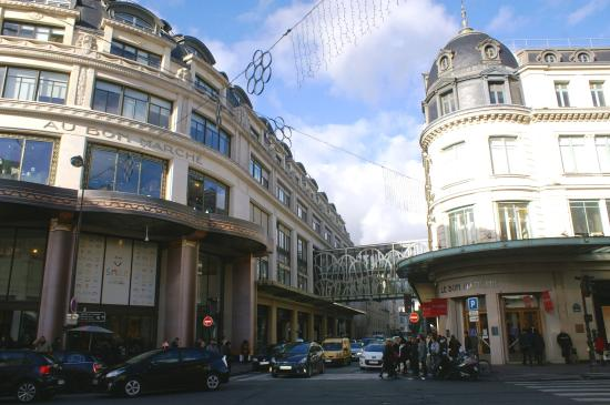 passage entre les deux batiments et passerelle picture of le bon marche rive gauche paris. Black Bedroom Furniture Sets. Home Design Ideas