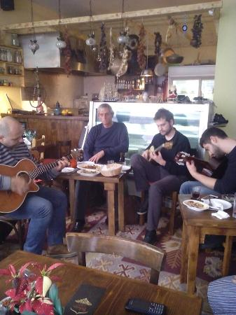 Kranidi, Grecia: Με ζωντανή Μουσική