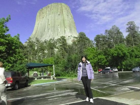 ‪‪Devils Tower‬, ‪Wyoming‬: Devils Tower seen from the parking lot‬
