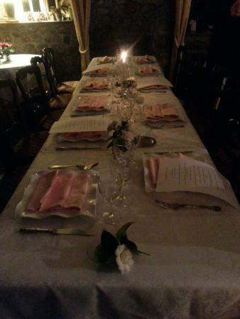 Trelly, France: Dinner is served
