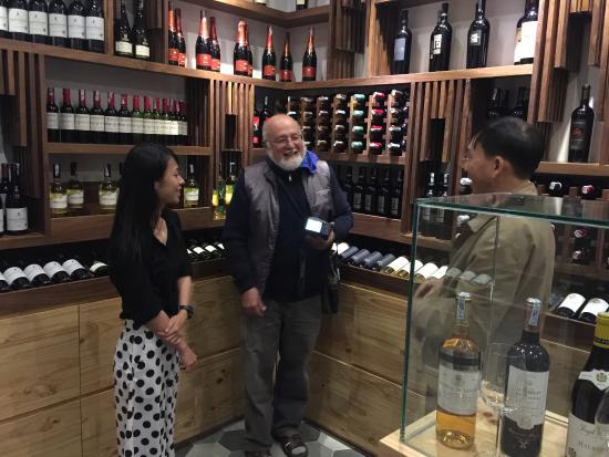 Bella Cellar: Wine shop