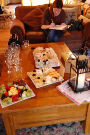 Port Sydney, Canadá: Champane and treats (special order)