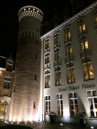 Hotel Dukes' Palace Bruges: The beautiful facade of the hotel.