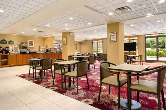 Wingate by Wyndham Chattanooga: Breakfast Area