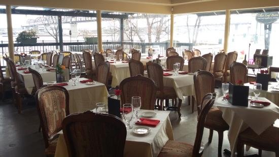 Jeffersonville, IN: Riverfront dining in style