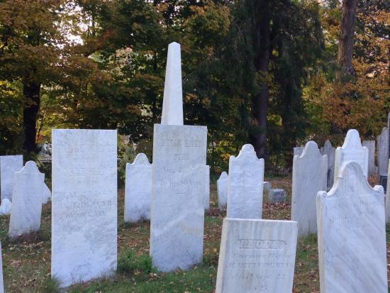 Berkshires, MA: Historic Graveyard
