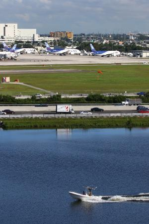 plane spotting picture of hilton miami airport blue lagoon miami rh tripadvisor com my