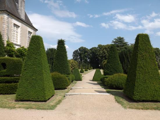 Azay-le-Ferron, Prancis: Topiaires