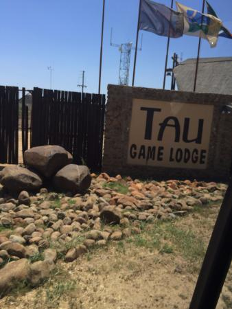 Tau Game Lodge: esterno