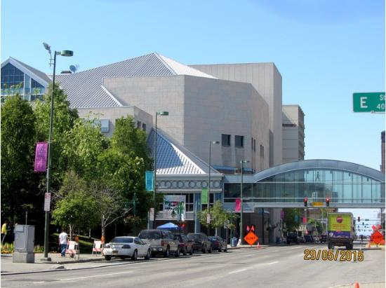 The Apple Store is located on the second level, adjacent to the Nordstrom Skybridge. Closest parking for the Apple Store is on the skybridge level of the Fifth Avenue .
