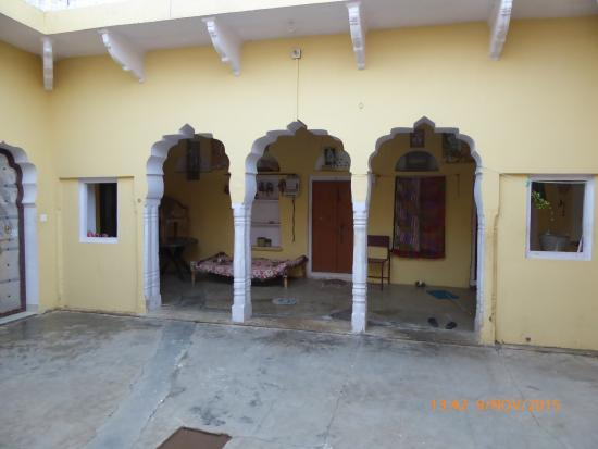 Hudeel, India: Patio de la casa