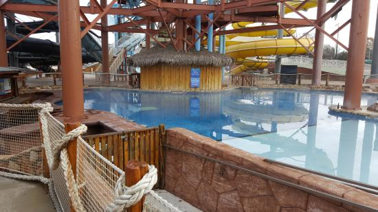 The Resort at Schlitterbahn: Best heated pool in the place, kind of hard to find, by river cabins.