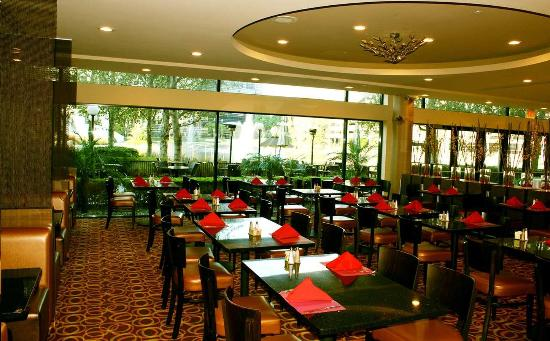 DoubleTree Club by Hilton Orange County Airport: Lakeside Bistro