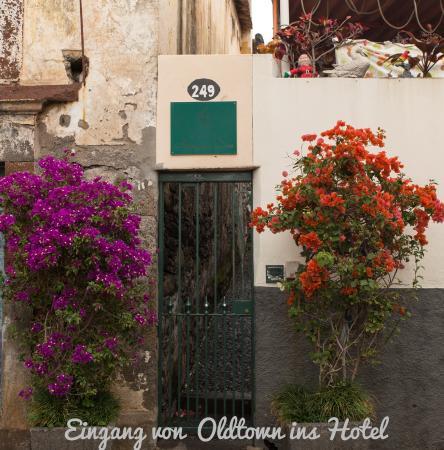 Hotel Albergaria Dias: Eingang von der Altstadt- schön versteckt