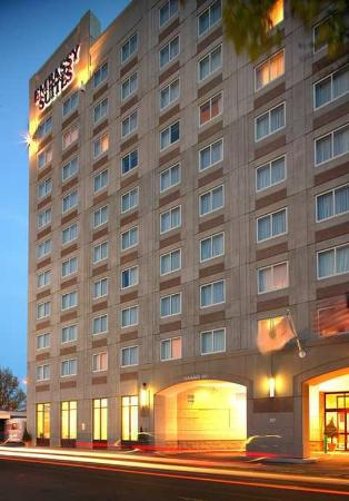 Embassy Suites by Hilton Boston - at Logan Airport: Exterior
