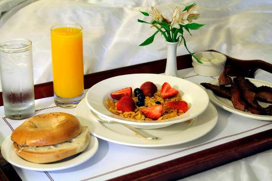 Embassy Suites by Hilton Boston - at Logan Airport: Suite Service
