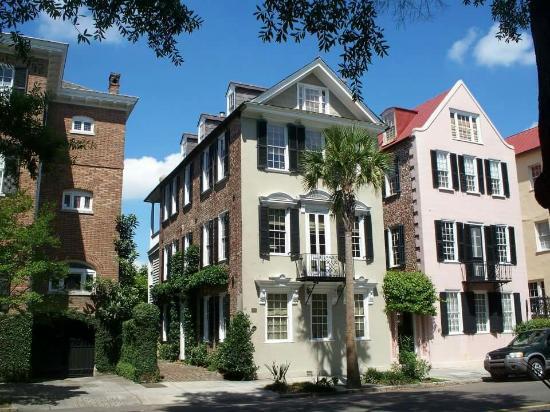 Charleston Perspective Walking Tour