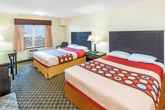 Super 8 Calgary Airport: 2 Queen Beds with Fridge and Microwave