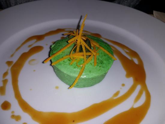 La Foret-Auvray, ฝรั่งเศส: Asparagus/poultry mousse starter - WOW