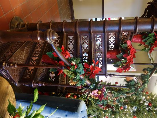The Brewhouse Inn & Suites: Old staircase