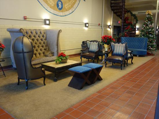 The Brewhouse Inn & Suites: Seating area