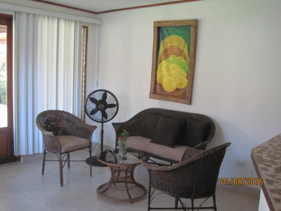 Hotel Villas Playa Samara: Living room area in the villa