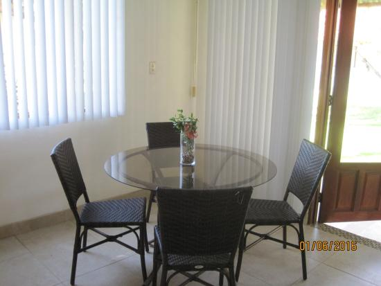 Hotel Villas Playa Samara: Dining table in the villa