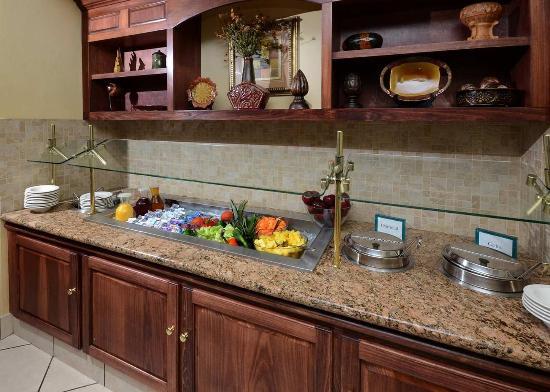 Hilton Garden Inn Greensboro: Breakfast Area