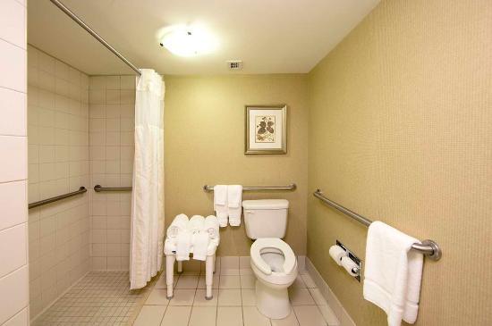 เอเธนส์, จอร์เจีย: Roll In Shower