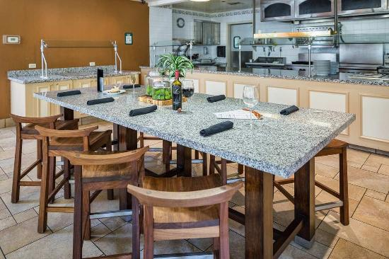 Milpitas, CA: Garden Grille And Bar Dining Table