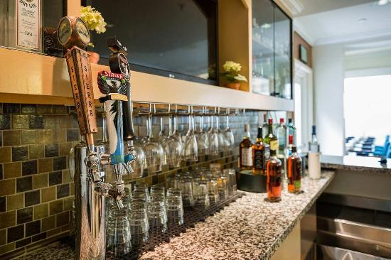 Milpitas, CA: Garden Grille And Bar Area