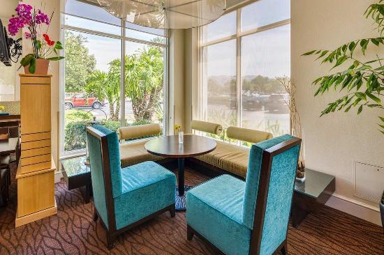 Milpitas, CA: Hotel Lobby Corner Seats