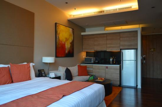 Pan Pacific Serviced Suites Bangkok: Room facilities complete with small kitchen