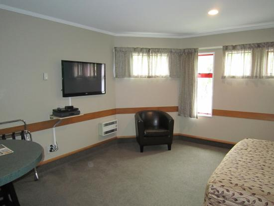 Amross Court Motor Lodge: room