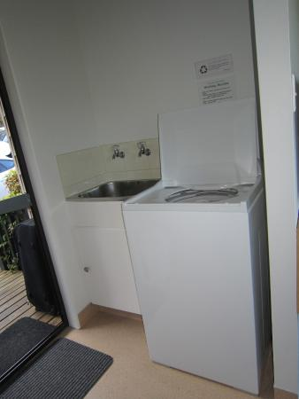 Torlesse Motels: washing maschine in room