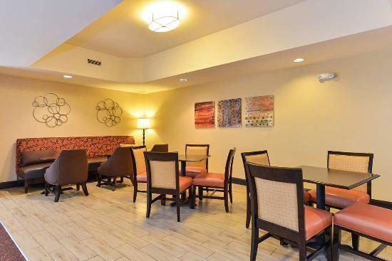 Garner, Carolina del Norte: Breakfast Seating Area
